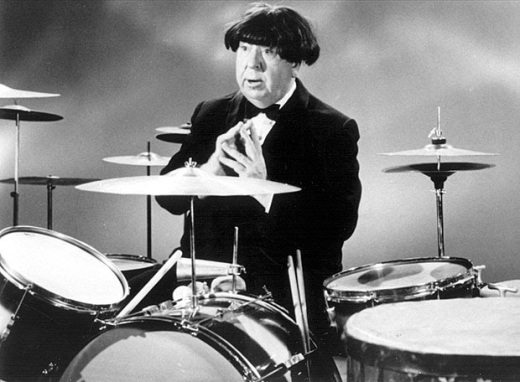 Alfred-Hitchcock-wearing-a-Beatle-wig-1964